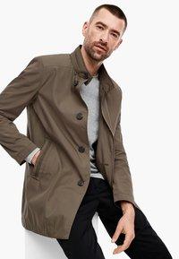 s.Oliver BLACK LABEL - MIT STEHKRAGEN - Short coat - brown - 3