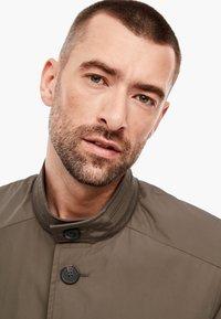 s.Oliver BLACK LABEL - MIT STEHKRAGEN - Short coat - brown - 5