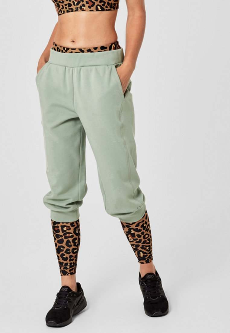 s.Oliver active - MIT BÜNDCHEN - 3/4 sports trousers - light green