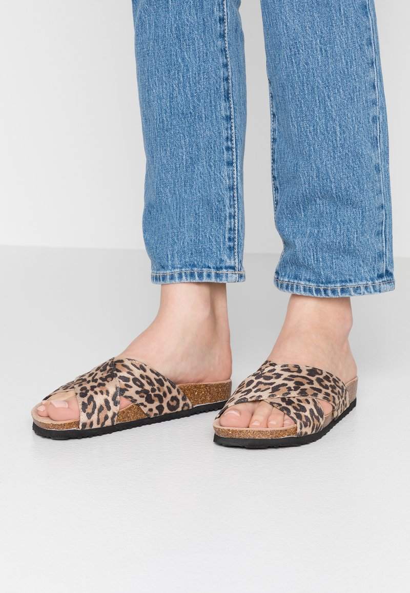 South Beach - LEOPARD PRINT CROSS OVER SLIDE - Mules - multicolor