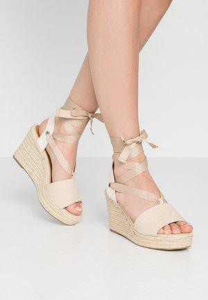Sandály na vysokém podpatku - cream