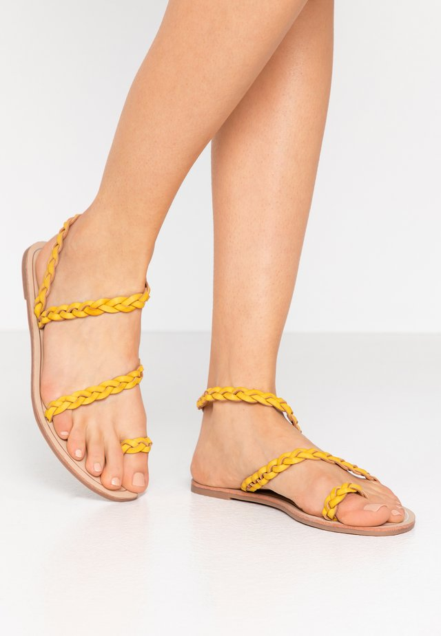 Flip Flops - mustard