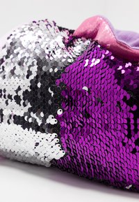 South Beach - BLUE MULTI SEQUIN FISH SLIPPER - Slippers - purple - 2