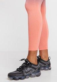 South Beach - GRADIENT HIGH WAIST LEGGING - Tights - orange/grey - 4