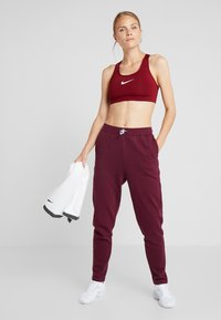 South Beach - REFLECTIVE TIE - Trainingsbroek - burgundy - 1