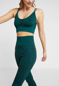 South Beach - SNAKE SEAMLESS HIGH WAIST LEGGING - Collants - green - 3