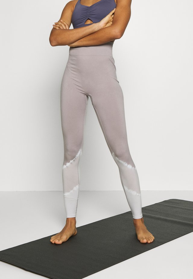 SEAMLESS SMOKEY LEGGING CUT SEW - Leggings - lilac