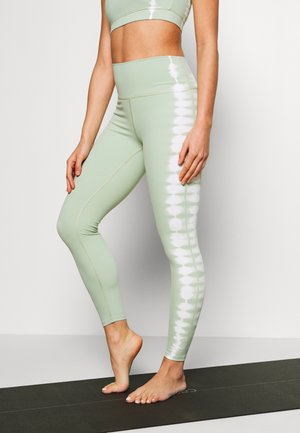 SEAMLESS SMOKEY - Leggings - green/white