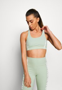 South Beach - SEAMLESS SMOKEY CROPCUT SEW - Sport BH - green/white - 0