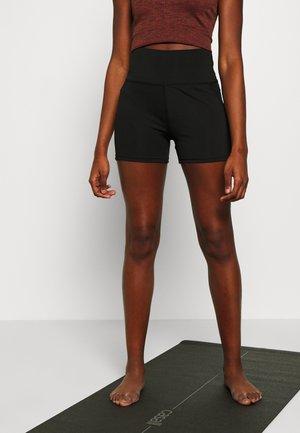 BOOTY SHORT - Pantalón corto de deporte - black