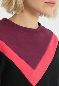 South Beach - COLOURBLOCK ASYMMETRIC - Sweater - black - 5