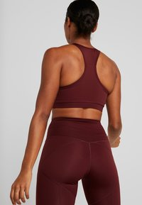 South Beach - MUSCLE BACK BRALET - Urheiluliivit - burgundy - 2