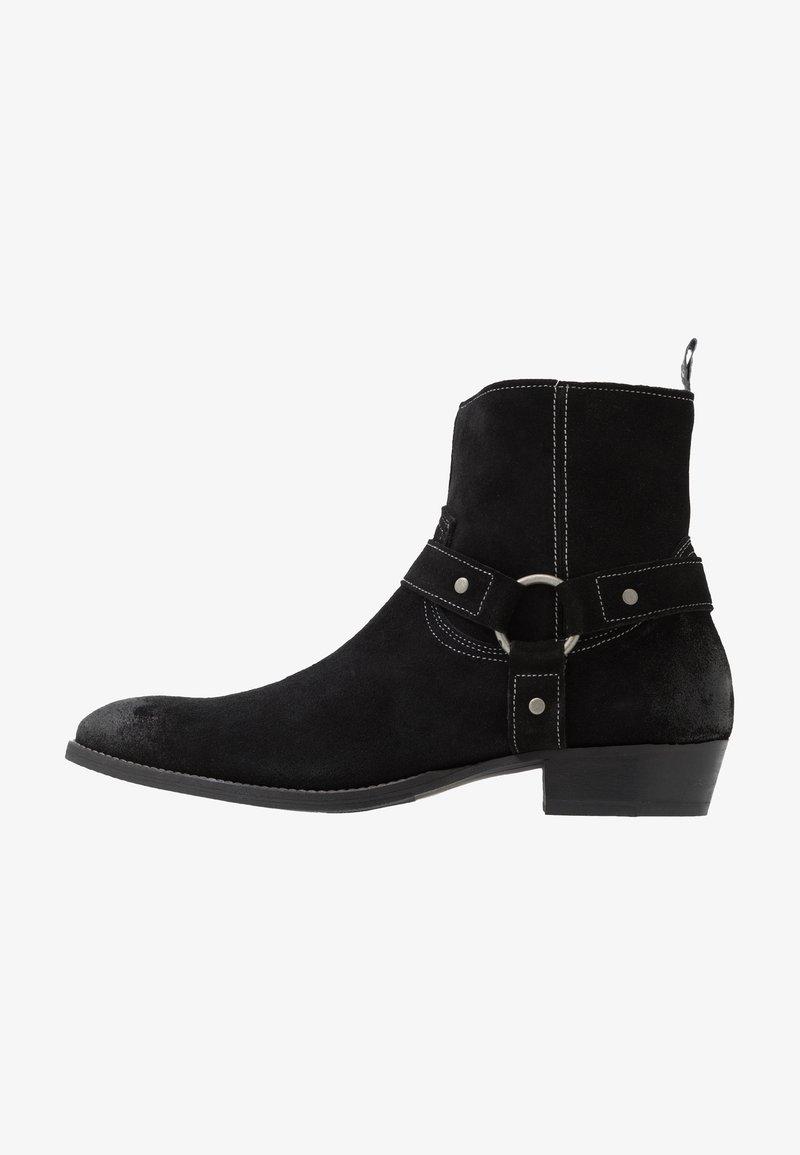 Society - YARD HARNESS BOOT - Cowboy/biker ankle boot - black