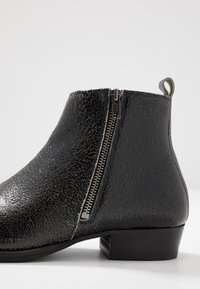 Society - YONDER ZIP BOOT - Kotníkové boty - black - 5
