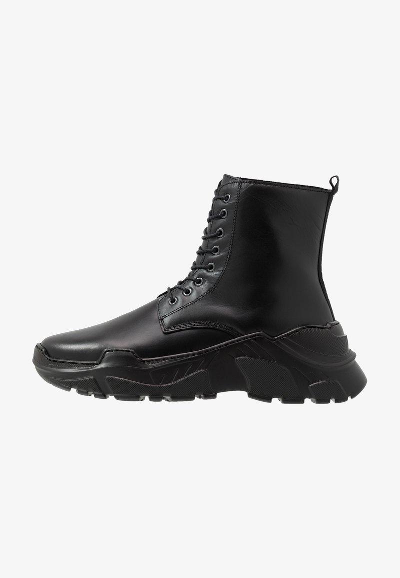 Society - ZURG - Šněrovací kotníkové boty - black polido