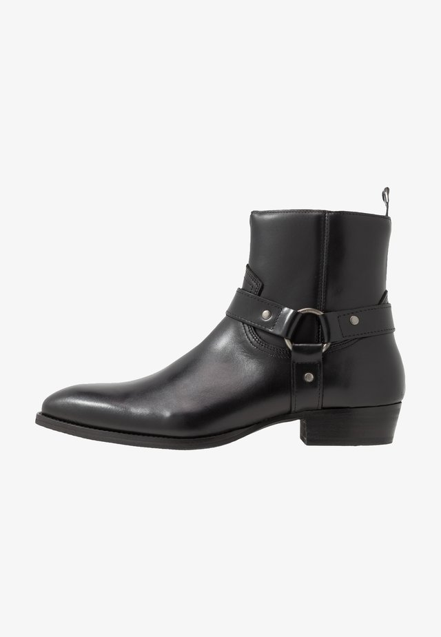 YARD HARNESS - Cowboy/biker ankle boot - black