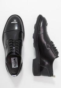 Society - CARLOS RIPPED TOECAP - Šněrovací boty - black toronado - 1