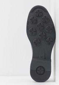 Society - CARLOS RIPPED TOECAP - Šněrovací boty - black toronado - 4