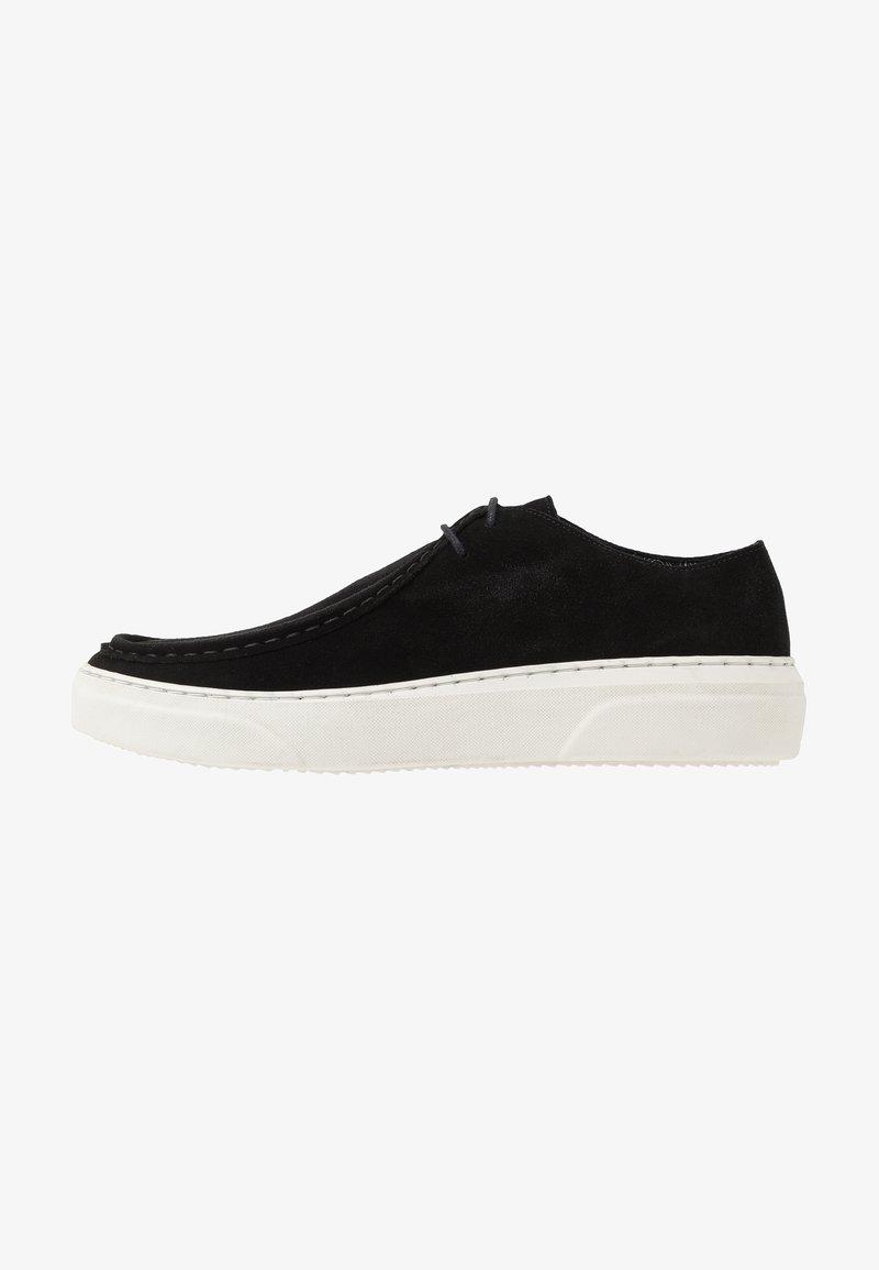 Society - PROBE 2 EYE APRON - Zapatos con cordones - black