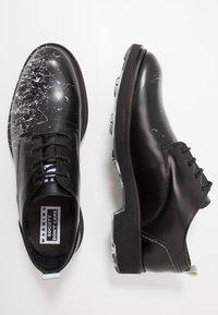 Society - CHARLIE - Šněrovací boty - black - 1