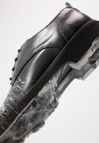 Society - CHARLIE - Šněrovací boty - black - 5