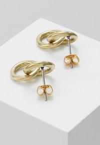 Soko - KUMI MINI HOOP STUDS - Earrings - gold-coloured - 2