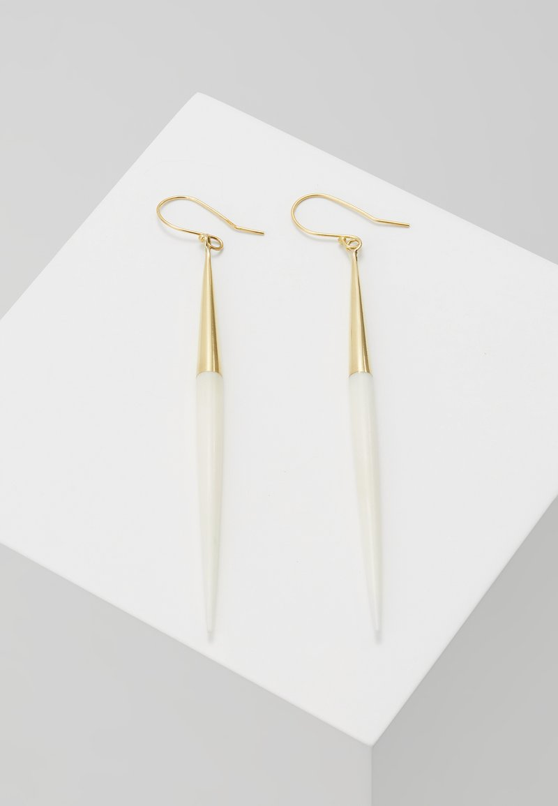 Soko - CAPPED QUILL DANGLE EARRINGS - Pendientes - gold-coloured/white