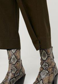 Soeur - FELIX - Pantalon classique - kaki - 5