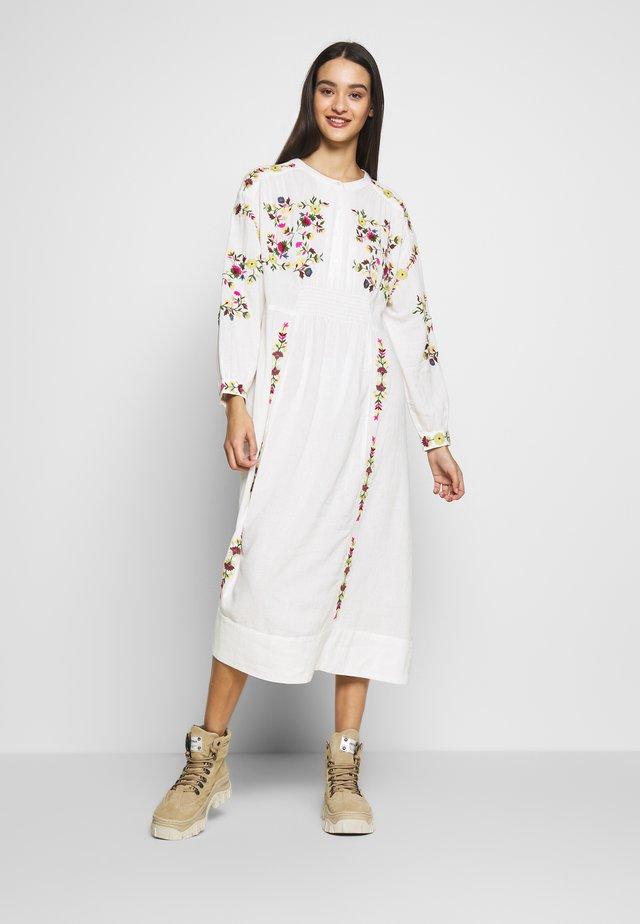 IRINA - Denní šaty - ecru