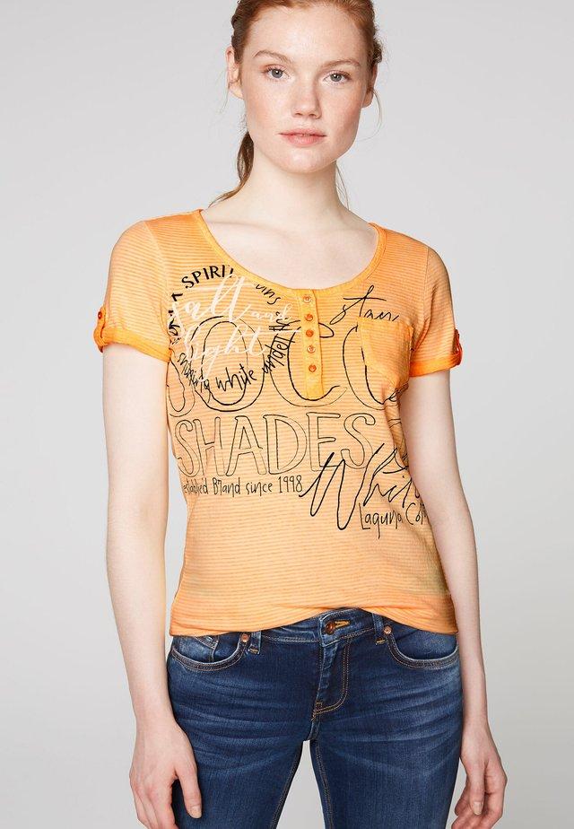 MIT LABEL PRINTS - Print T-shirt - sunrise neon