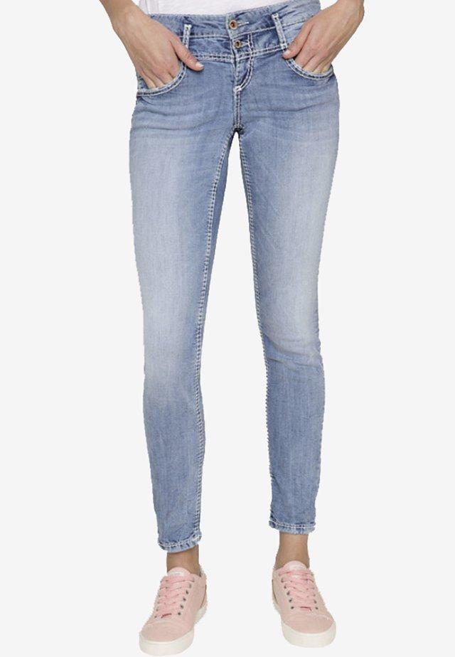 MIT DOPPELKNOPF - Slim fit jeans - light-blue denim