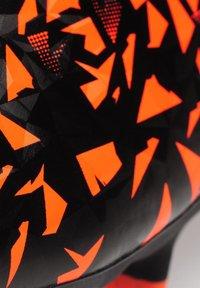 sondico - Chaussures de foot à crampons - black/orange - 4