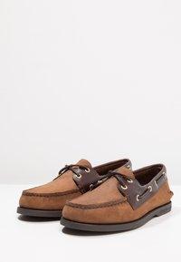 Sperry - 2-EYE - Scarpe da barca - brown - 2