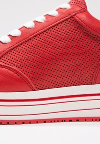 Steven New York by SPM - LEANRUN - Trainers - red white - 2