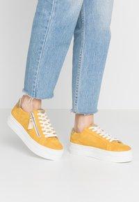 Steven New York by SPM - POMME - Sneakersy niskie - yellow - 0
