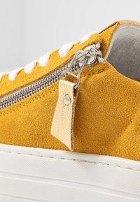 Steven New York by SPM - POMME - Sneakersy niskie - yellow - 2