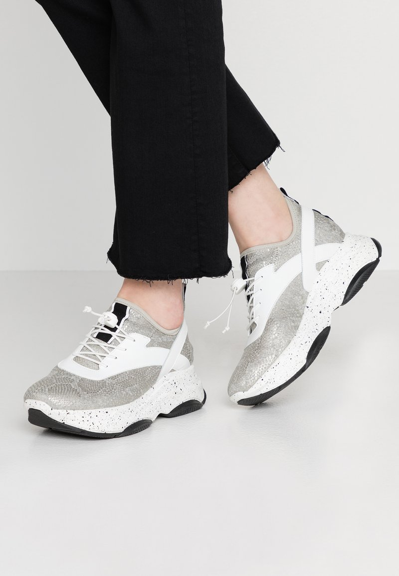 SPM - FRANCY - Trainers - white