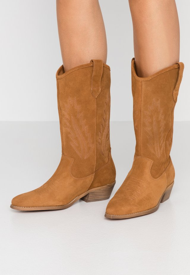 INSTA FEATHER - Cowboy/Biker boots - brown