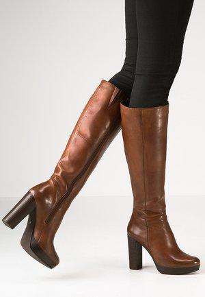 NANO - Stivali con i tacchi - cognac