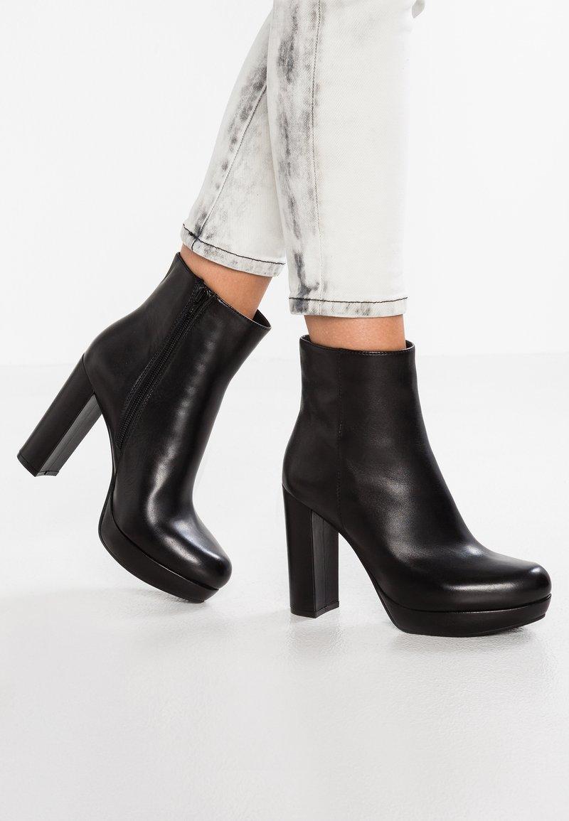 SPM - NANPURL - Kotníková obuv na vysokém podpatku - black