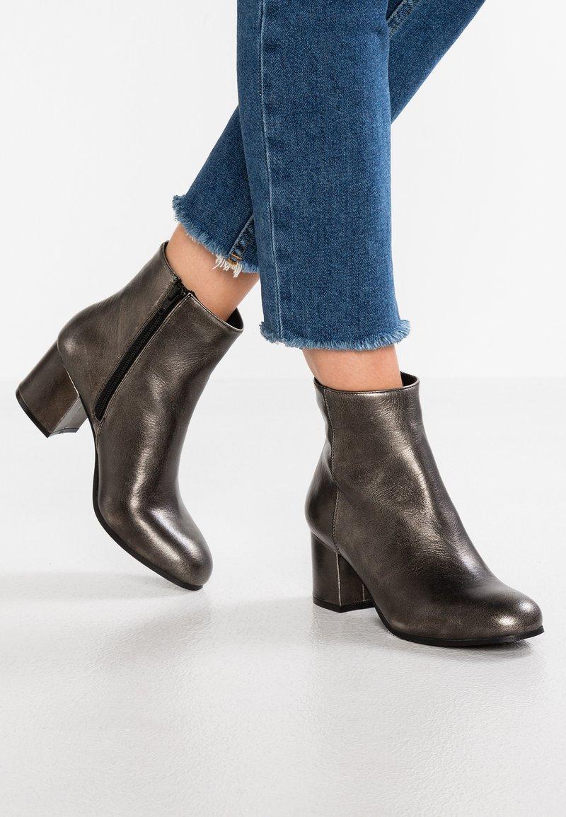 SPM - ORIGIN - Ankle Boot - silver