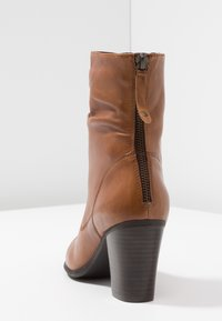 Steven New York by SPM - CARJOSE - Bottines - cognac - 5