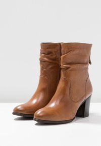 Steven New York by SPM - CARJOSE - Bottines - cognac - 4