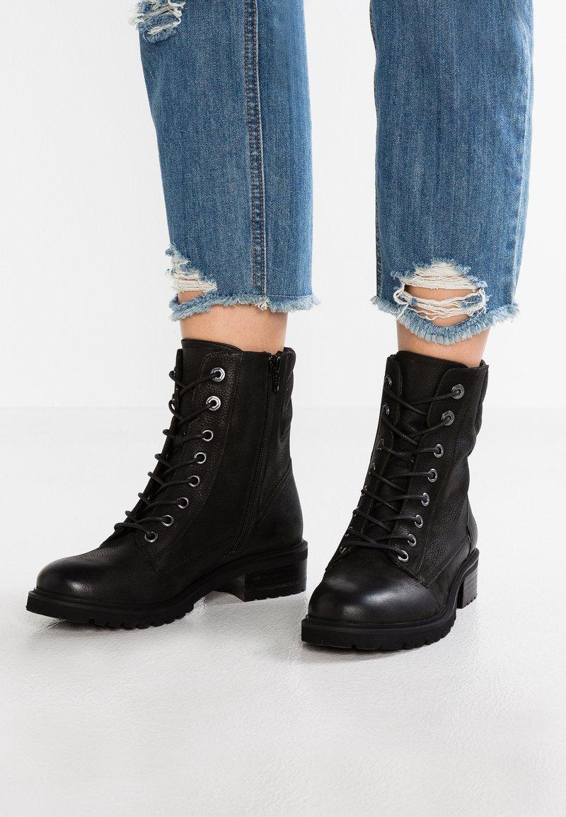 SPM - LOFARMY - Šněrovací kotníkové boty - black