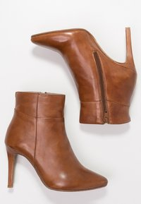 Steven New York by SPM - NOLI - High heeled ankle boots - cognac - 3