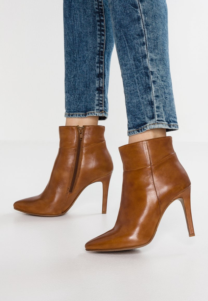 Steven New York by SPM - NOLI - High heeled ankle boots - cognac