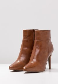 Steven New York by SPM - NOLI - High heeled ankle boots - cognac - 4