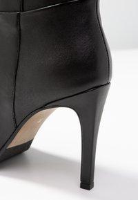 Steven New York by SPM - NOLI - Højhælede støvletter - black - 2