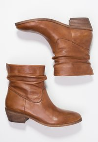 Steven New York by SPM - SHRAMMIE - Classic ankle boots - cognac - 3
