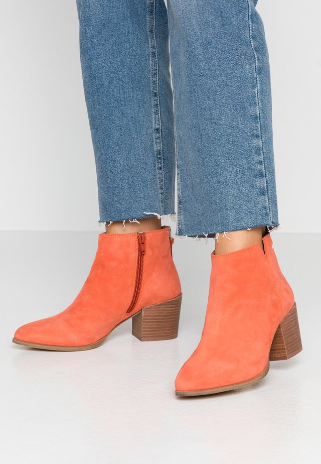 NEVA - Ankle Boot - coral